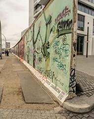 Berliner Mauer. (Gordon Haws) Tags: berlinermauer berlinwall berlin mühlenstrase ostbahnhof eastberlin westberlin ddr eastgermany eastsidegallery