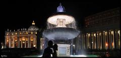 il bacio (laluzdivinadetusojos) Tags: roma rome bacio love kiss san peter pedro vatican vaticano panorama light night fountain font summer september