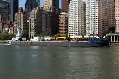 Tugboat & Barge 18 (Roosevelt Island/NYC) (chedpics) Tags: newyork eastriver rooseveltisland