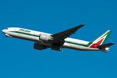 EI-ISE Alitalia Boeing 777-200ER Tokyo Narita (rmk2112rmk) Tags: tokyo boeing 777 narita alitalia nrt 772 777200 777200er rjaa eiise