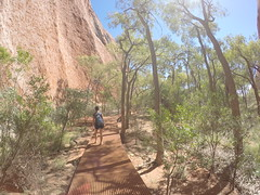Jess au pied d'Uluru