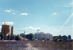 Beogradska arena, (Kombank arena) u izgradnji, maj 1997. god. (Milan Milan Milan) Tags: building serbia arena u 1997 belgrade 8m beograd gp smena maj novi srbija bulevar   zorana arhitektura urbanizam  beogradska napred izgradnji izgradnja  energoprojekt devedesete inia kombank djindjica