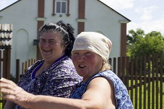 /hpns/ (diego_russo) Tags: cart carro wagon diegorusso happiness felicit felicidad felicedade bresu prexu romania ucraina blueeyes women donne contadine farmers solotvino slatina