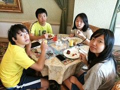 Breakfasting (Alfred Life) Tags: summarith12227 summarit leicaduallenses plus huaweip9plus p9    asph leica huawei   friendship