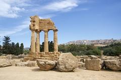 Antichit vs Modernit (Federica_F) Tags: tempio citt agrigento landscape paesaggio
