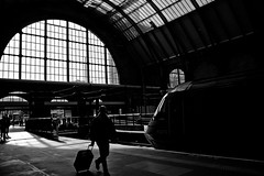 IMG_8583 (AnaCaroMantelli) Tags: travel viaje england london window station contrast train tren trenes ventana cross kings londres contraste estacin