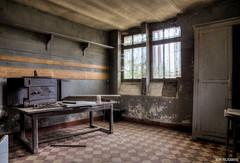 L'atelier (Naska Photographie) Tags: urban castle abandoned dark lost decay abandon exploration chteau atelier dsert urbex abandonn sanglier naska dsert bicolage