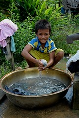 Laundry. (Stone.Rome) Tags: boy smile face asia kinder laundry sonrisa budak sourire menino batang garon lcheln ocuk fils ragazzo gutt knabe pojke    ngiti biat lalaki