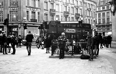 London 2015 (yuki*) Tags: bw london unitedkingdom filmcamera analogphotography oxfordcircus rollei35 ilfordfp4