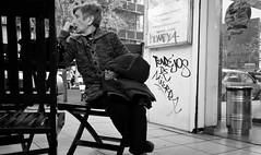 mom & graffitti (Fer Gonzalez 2.8) Tags: street leica woman blackwhite grafitti mdq leicadlux4