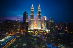 KLCC dawn (Victor Mitri) Tags: klcc kualalampur city citylights malaysia twintowers sky blue petrona petronatowers park poo pool highresolution dawn posters postcard
