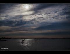 Sommerferien (geka_photo) Tags: gelkaphoto stein schleswigholstein deutschland ostsee meer himmel wolken sonne wasser badende glitzern abendstimmung
