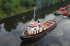 'MSC Victory' Warburton bridge 24th July 2016 (John Eyres) Tags: msc victory 1974 one four manchester ship canal tugs still use today taken from warburton bridge 240716