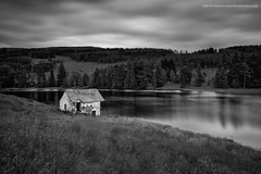 Dilapidated Boathouse (Damon Finlay) Tags: nikon d750 nikond750 tamron 2470 f28 tamron2470f28 perth kinross perthandkinross monochrome lee big stopper leebigstopper black white blackandwhite silver efex pro 2 silverefexpro2 nik collection nikcollection highlands islands highlandsandislands scottish scottishhighlands long exposure longexposure ruins bothy