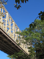 Around New York: Roosevelt Island, Sep. 2016 (yapima1) Tags: newyork rooseveltisland queensborobridge 59thstreetbridge edkochqueensborobridge bridge