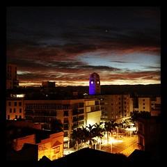 Por ellos... por los que lo sufren... El cabildo de #Tenerife se viste de azul por una #enfermedad que no tiene cura pero que necesita de mucha comprensión y amor. Día internacional de #autismo. Foto de Pedro Blanco