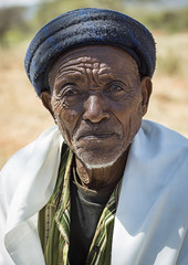 Borana Tribe Old Man, Ola Alakadjilo, Ethiopia (Eric Lafforgue) Tags: africa old portrait people man male men vertical outdoors day adult serious african pride tribal elder males nomad aged tradition ethiopia tribe adultsonly anthropology oneperson hornofafrica ethiopian boran senioradult traditionalclothing realpeople 6065years lookingatcamera onlymen oromo colorpicture onemanonly onematuremanonly borana borena africanethnicity 1people yabelo africanculture nomadicpeople borani iavello oneseniormanonly colourpicture yavello yabalo borans yavelo booran yeabelo wasoborana ethio1406323