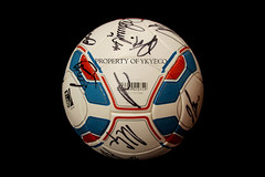 TORFABRIK BUNDESLIGA 2011-12, AUDI CUP 2011 MATCH USED ADIDAS BALL, FC BARCELONA VS FC BAYERN MUNCHEN - SIGNED BY FC BAYERN MUNCHEN  06 (ykyeco) Tags: barcelona cup ball bayern football fussball top soccer ballon used match munchen vs bola adidas audi fc pelota signed bundesliga palla balon pallone pilka  omb torfabrik 2011  matchball spielball 201112
