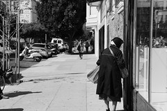 84/343 window shopping ( - Akiyo) Tags: window shopping bw blackandwhite street monochrome mission sanfrancisco environmentalportrait environmental portrait