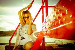 over the glasses (mar4dre@m) Tags: ragazza girl occhiali glasses sole sun moda fashion sketchstore