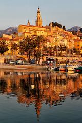 La vieille ville de Menton et son reflet dans le Vieux Port (jjcordier) Tags: menton vieuxport vieilleville maison ocre jaune orange reflet riviera glise ctedazur