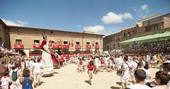 Larraga, en fiestas (j66pineda) Tags: chupinazo larraga fiesta sanmiguel gigantes navarra tokina1224