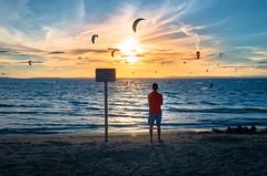 Contemplation (brun_hugo) Tags: coucher de soleil couleurs sable plage t soir chaud personne pentaxk50
