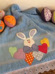 Toalha de rosto Páscoa (Criação Exclusiva da Ane) Tags: cores bad páscoa corações eggs toalha patchwork coelhos banheiro banho ovos tecido aplicação apliqué ovosdepáscoa