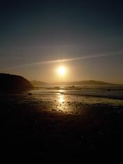 Puesta de sol (Rubn Daz Caviedes) Tags: sunset sea espaa costa sun sol atardecer mar spain shore puestadesol cantabria picosdeeuropa sanvicentedelabarquera bayofbiscay marcantbrico playademern mernbeach