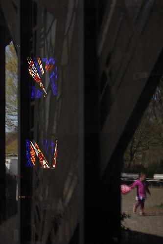 "Durch das Fenster aus dem Fenster 4 • <a style=""font-size:0.8em;"" href=""http://www.flickr.com/photos/69570948@N04/17059696909/"" target=""_blank"">View on Flickr</a>"