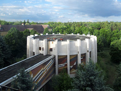 Verlassene Kaserne (.patrick.) Tags: haus rund gebude diorama beton verlassen kaserne urbex lostplace hdo leerstehend sowjetisch hausderoffiziere betongebude dioramagebude