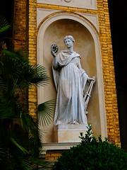 Statue an der Orangerie (Sophia-Fatima) Tags: statue angel deutschland engel potsdam brandenburg parksanssouci orangerieschloss