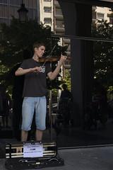 01 Un Artista callejero (Photo Sonntags) Tags: artistacallejero maestro violn msica zaragoza streetmusician lvm juegolvm haiku