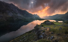 Valle de Lago (Asturias, Spain) (Tomasz Raciniewski) Tags: summer water rocks rocas clouds light outdoor d3200 1020 sigma landslides atardecer sunset valley mountains spain asturias somiedo valle lago lake