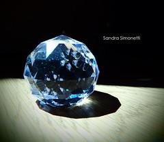 Diamante di vetro (sandra_simonetti88) Tags: diamante diamond vetro glass jewel gioiello light luce blue blu ombra shadow macro ammaccatura pianeta planet riflesso riflessi facce faces sfaccettature