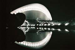 F1000033 (AN4 x 100% analog - 0% retusche (retouching)) Tags: haus der kulturen welt hkw kodak cn400bw an4 et cetera bw400 cn lca rl nachtaufnahme night shot