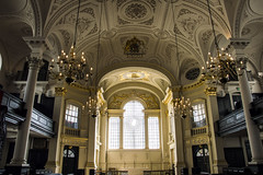 in your heart, in your soul, did you find peace there? (redverve) Tags: london church st arquitetura square temple catholic martin interior trafalgar indoors igreja londres fields catolica interiores lustres martininthefields