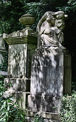 The grieving widow and urn, Highgate Cemetery West (Joe McIntyre) Tags: highgatecemetery july2016 grievingwidow urn monument