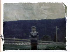 La paziente attesa (pinhole) (danielesandri) Tags: pinhole polaroid fujifp100c sauris bambino forostenopeico pellicola