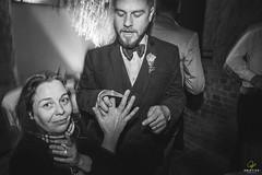 OF-Casamento-BernardineFabricio-8904 (Objetivo Fotografia) Tags: casamento buqu vestido ruiva amor love flores escada quadro digitais maquinadeescrever coraes bolo naked cake bebidas charuto casamorreto noivo noiva objetivofotografia eduardostoll felipemanfroi sobremesa luz sorrisos felicidade celebration celebrao comemoration comemorao amigos famlia family amizade contraluz sombra silhueta balano aia