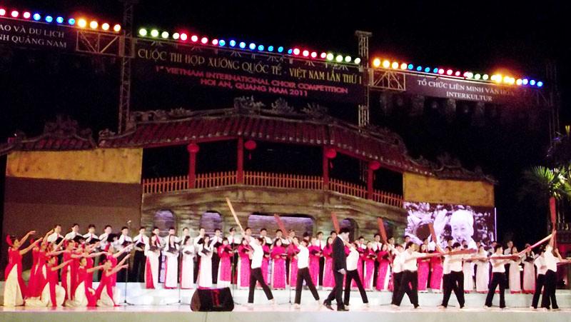 Sân khấu khai mạc Cuộc thi Hợp xướng quốc tế Việt Nam