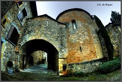 Arco (Ainsa - Huesca) (salvador g de miguel) Tags: espaa flickr huesca aragon ainsa arco hdr calles pirineos callejones arquitecturapopular flickraward pentaxk20d blinkagain sgdemiguel thegalaxygrup
