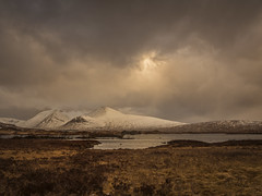 Rannoch Moor (Damian_Ward) Tags: mountains scotland munros rannochmoor argyllandbute a82 blackmount lochannahachlaise damianward minteachraineach damianward