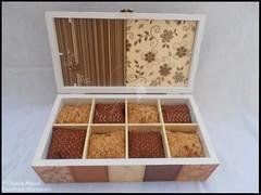 """Caixa de bijuteria e de 8 relógios """"Pure Chocolate"""" (GataPreta Artesanato) Tags: crafts artesanato découpage decoração bijuterias trabalhosemmadeira caixabijuterias caixadebijuteria caixaparabijuteria caixapararelógios caixaderelógios"""