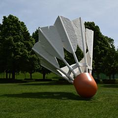 DSC_2768 (JSF539) Tags: statue kansascity missouri shuttlecock nelsonatkinsmuseum claesoldenburg coojsevanbruggen