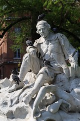 L'ami des pigeons, jardin Goudouli (Jrgen Kornstaedt) Tags: france statue canon pigeons toulouse tauben goudouli eos6d jardingodoli