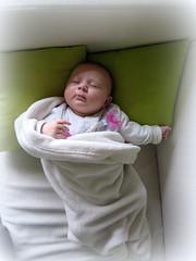 Dormir du sommeil du juste... (LILI 296...) Tags: baby bébé sommeil sucette couverture 3mois maelys