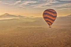 Amanecer en la Capadocia (Porschista) Tags: goreme capadocia turqua globo globus balloon muntaes montaas mountains paisaje cappadocia muntanyes amanecer nevehir