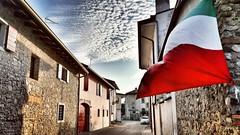(Cristina Birri) Tags: palmanova udine friuli strada street bandiera italia tramonto sunset estate summer