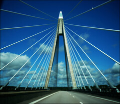 Sunninge bridge (*Kicki*) Tags: bridge sky westcoast sweden road blue uddevalla sunningebron vstkusten uddevallabron architecture lines leadinglines infrastructure cars bohusln